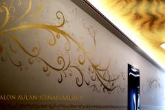kultamaalaus-kassatalo-aulan-seinämaalaukset.-Modernitaide-sisustustaide-tilaa-taiteilija-kotisi-sisustusta-maalamaan-koristemaalaus-ornamentti-jormalampela